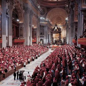 Papa Francesco dialoga con sacerdoti