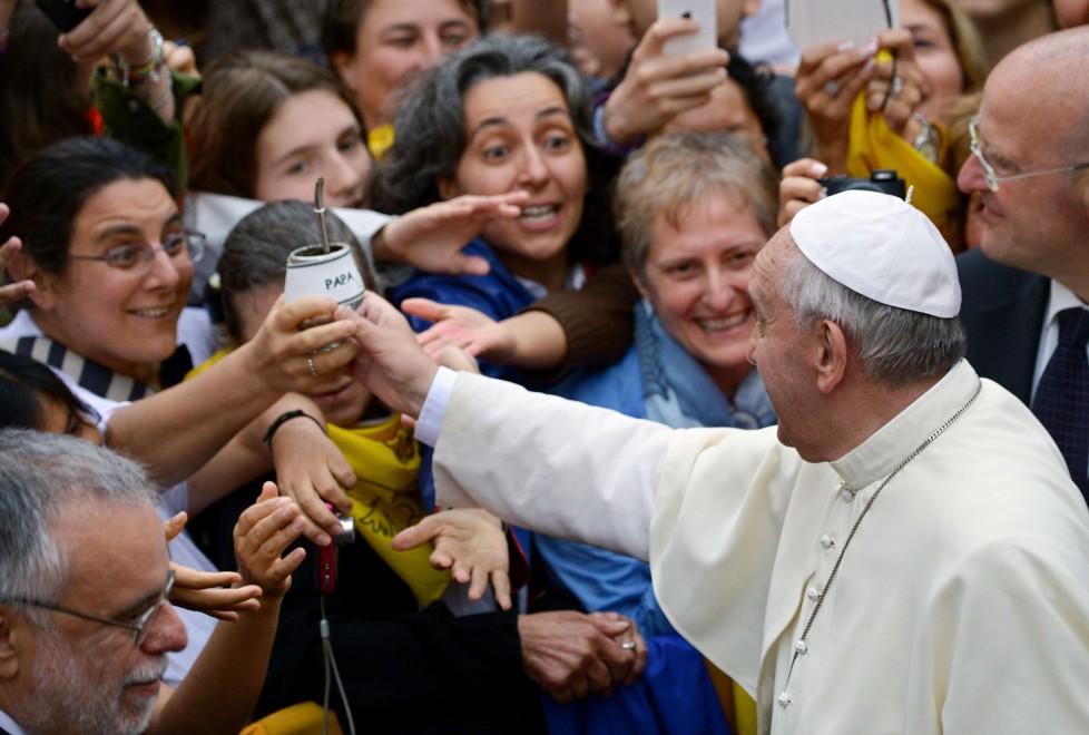 Trastevere-visita del Papa alla Basilica di Sant'Egidio